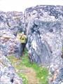 Идем между скал
