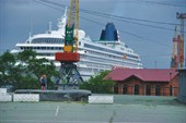 2. Океанский лайнер в городе