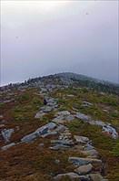 36. Под облаками укрыта вершина Пидана
