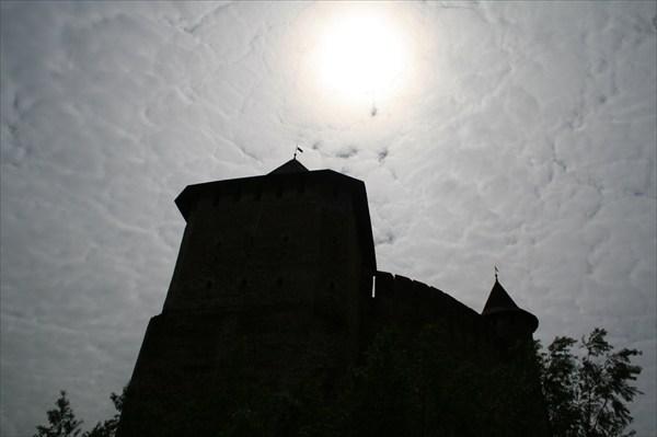 на фото: силуэт крепости