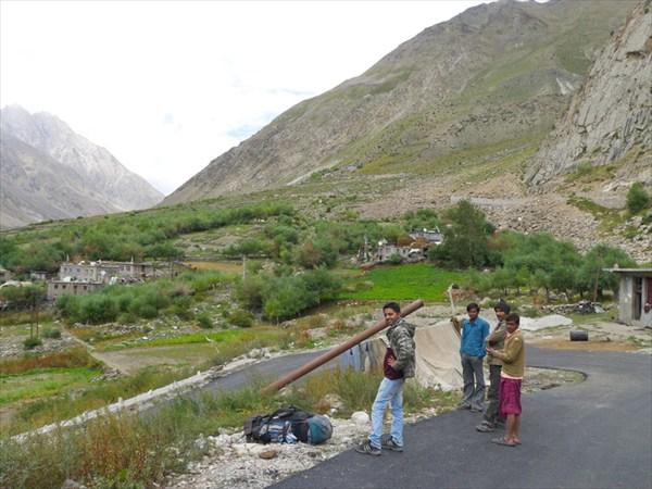 Новая дорога к Шинго Ла и ее строители