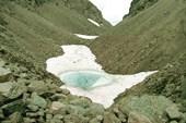 Снежник на перевале Рамзая