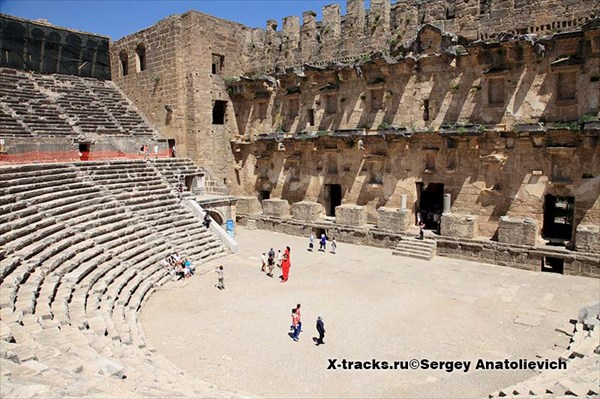 Развалины античного города Аспендос. Театр.