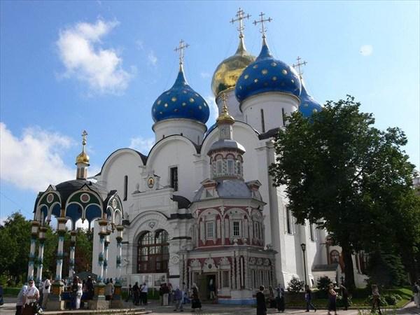 Успенский собор, Успенский кладезь с часовней