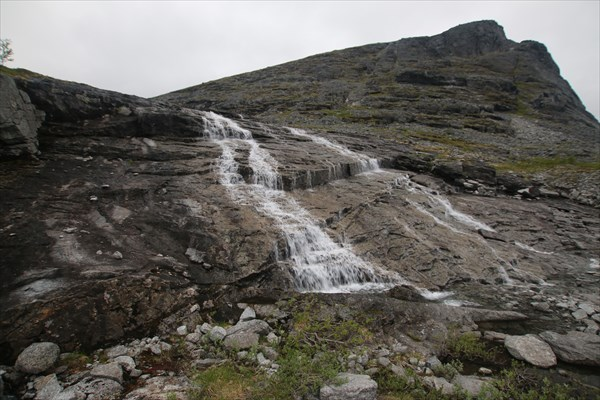 на фото: Водопад перед Умбозерским перевалом