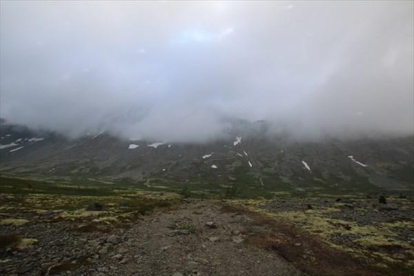 Вид на перевал Кукисвумчор и хребет Поачвумчорр