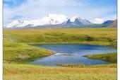 Одно из многочисленных озер на плато