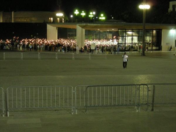 Ночная молитва перед крёсным ходом