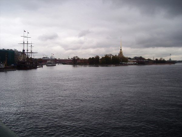 Вид с Биржевого моста на Петропавловскую крепость