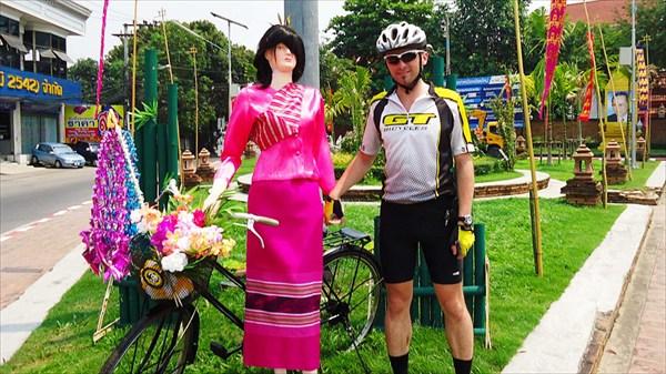Велосипедистка и я