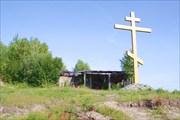 Памятный крест на берегу Таза