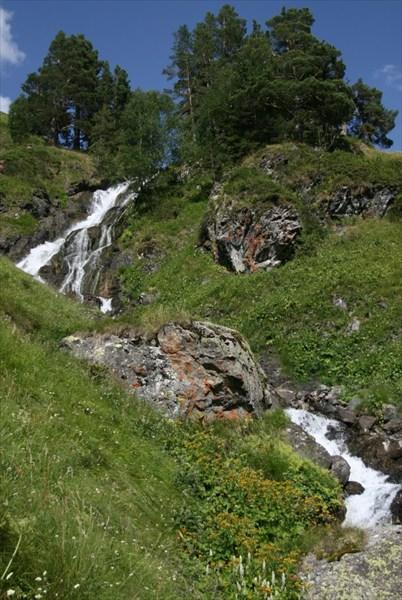 Малые Загеданские водопады.