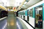 В парижском метро. Апрель, 2011