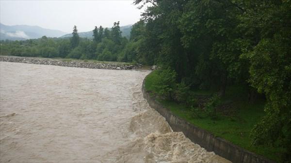 Потоки воды после ливней