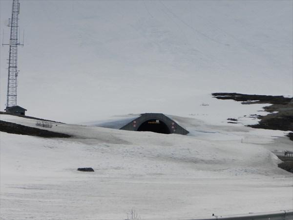 Тоннель длиной 24 км проходит под горным озером