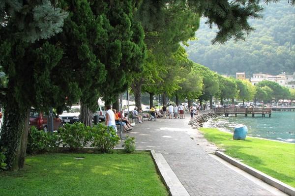 Набережная городка Гарда