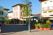Аутлет в Serravalle Scrivia. Вид изнутри