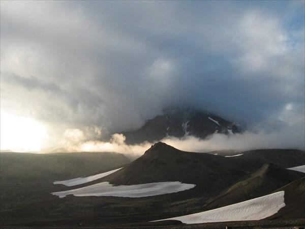 Карякский вулкан затянуло