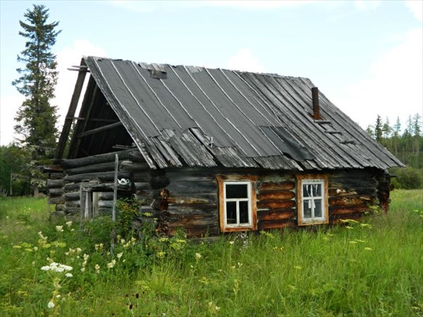 Дом Самбиндаловых, еще крепкий.