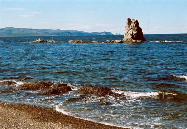Кекур со стороны озера Соленого (Большой Шантар)