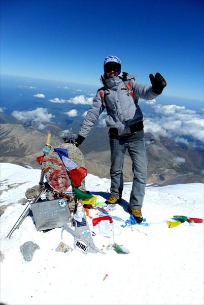 На вершине Эльбруса 5642м