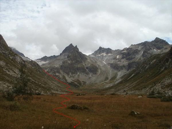 Путь спуска в долину Уллу-Муруджу