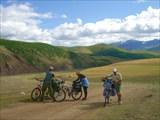 24. Дорога в долине Бугузун.
