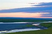 Река Нярмаяха. Тоже высохшая. Вдалеке - Чумы.