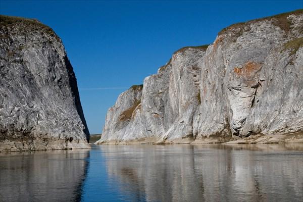 Река теряется вдали Беломраморного каньона