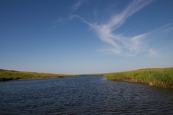 Протока меж озерами