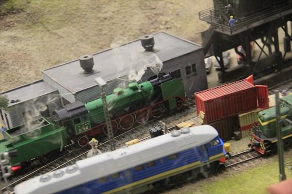 Железная дорога охватывает все пространство Макета.