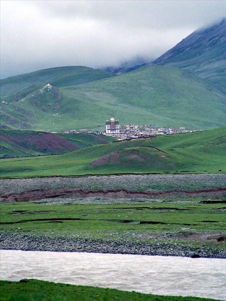 Тибетский монастырь на другом берегу