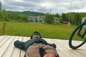Макс отдыхает на древесине. Ballangen