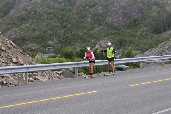 Норвежцы даже летом катаются на лыжах!
