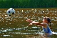 Нюта и мяч