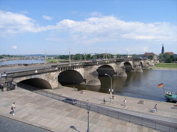 Августовский мост через Эльбу.