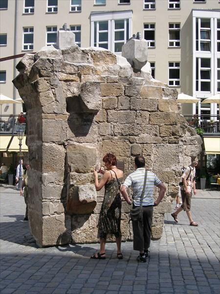 Дрезден не раз был разрушен до основания и отстраивался вновь.