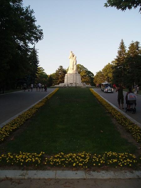"""Памятник """"Пантеон"""" в Варне"""