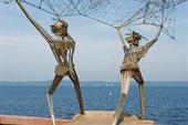 Скульптурная группа `Рыбаки`
