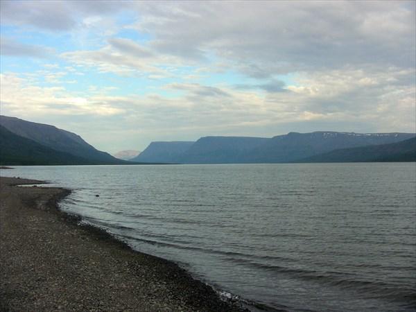 Столовые горы на озере Собачьем