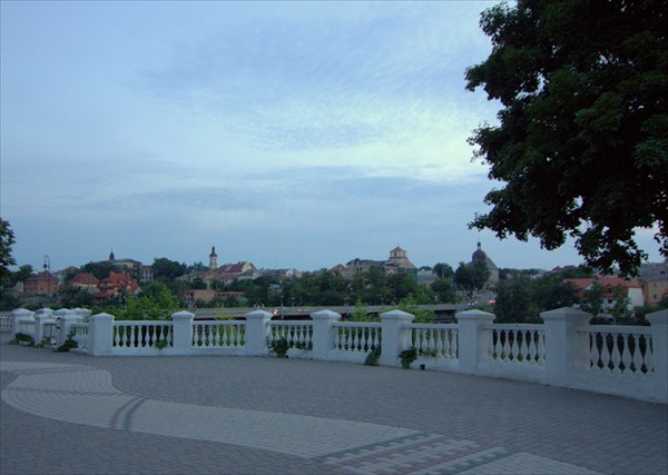на фото: Каменец-Подольский ночью