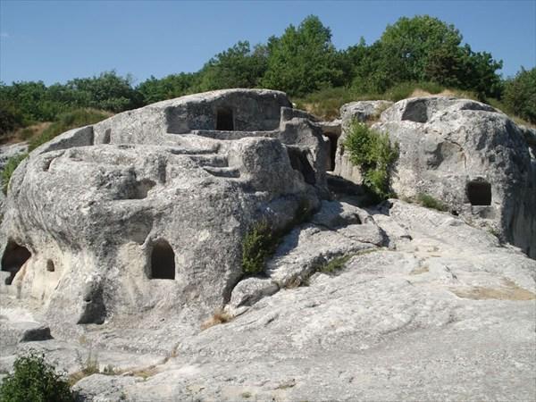 В XII и XIII веках население Эски-Кемена превышало 3000 человек