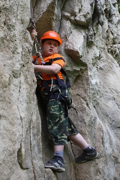 ребенок на скале