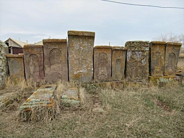 Кладбище с хачкарами.