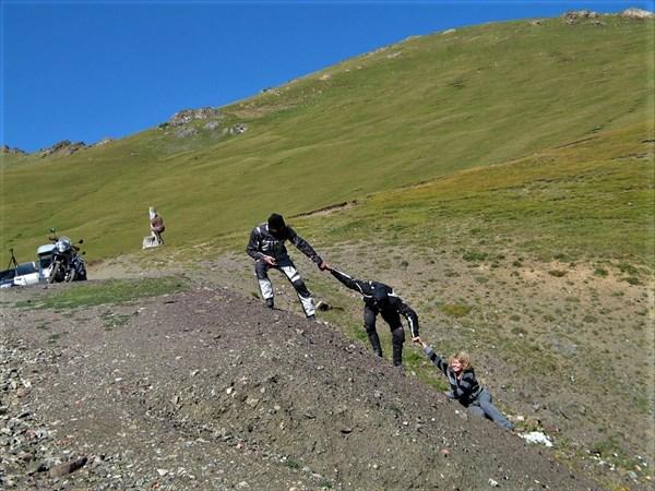 Спасработы на перевале Кетмень. Фото И. Агашкиной