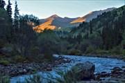 Река Текес в верховьях ранним утром