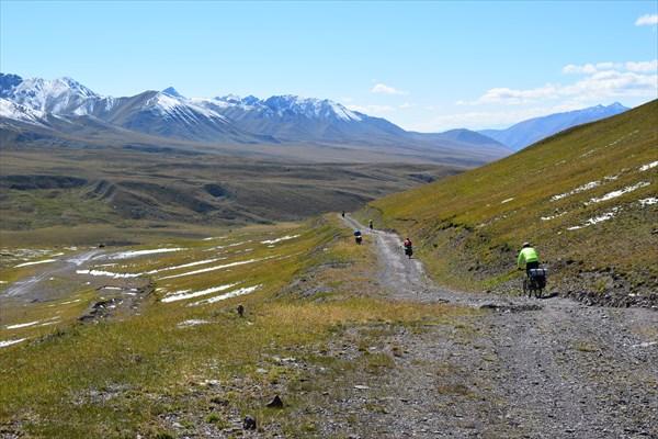Спуск с перевала Каракол