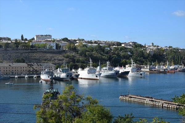 Корабли в южной бухте