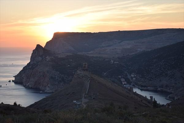 Вид на Балаклаву и крепость Чембало