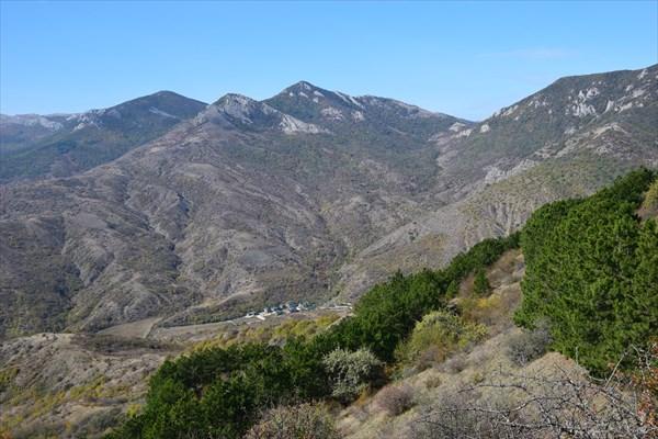 Коттеджный посёлок у подножия гор
